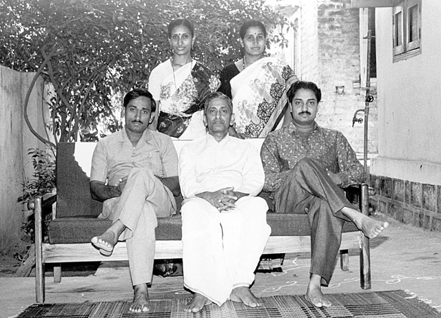 GURUJI WITH HIS CHILDREN
