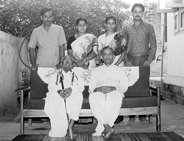 GURUJI WITH HIS FATHER AND HIS CHILDREN